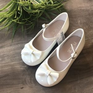 CHILDREN'S PLACE patent white dress shoes with bow - BRAND NEW! - size 9